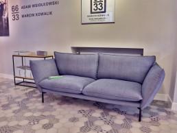 Sofa Sits we wnętrzu Galerii Dystans